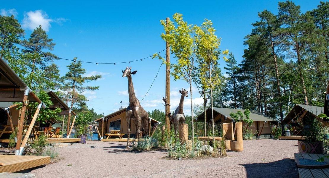 Compact safari tent