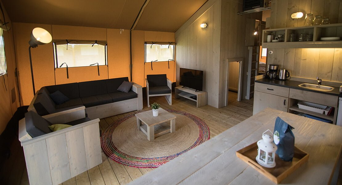 interieur glamping tent